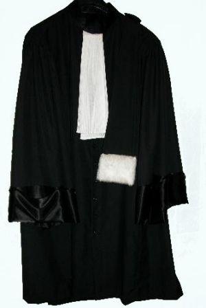 La Robe رداء المحاماة بقلم المحامي سليم كريم عيد-0